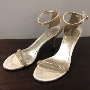 Stuart Weitzman Nunaked Gold Champagne Shoes 9.5M
